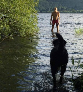 albon-dog-water